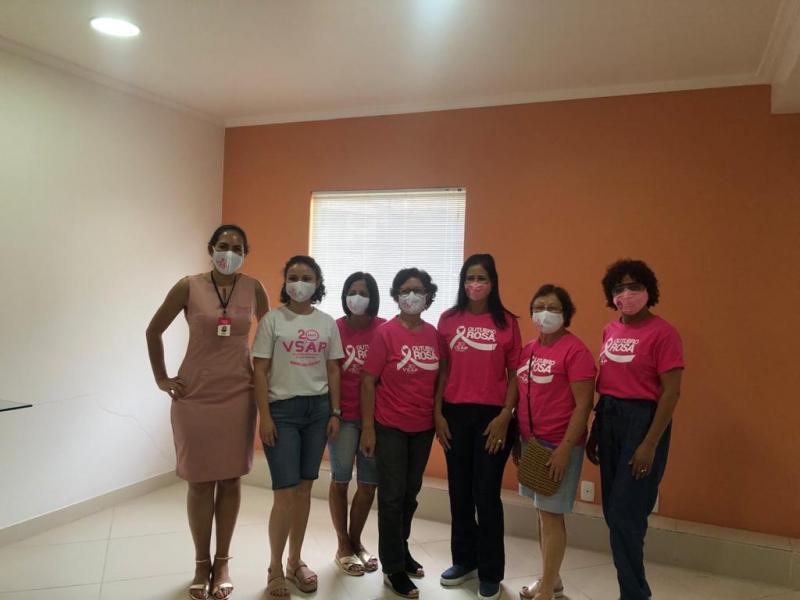 Além Vest Moda realiza entrega de doação da Live Outubro Rosa para as VSAP